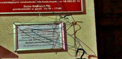 Gorlice. Protest pod biurem posłanki PiS Barbary Bartuś-8678