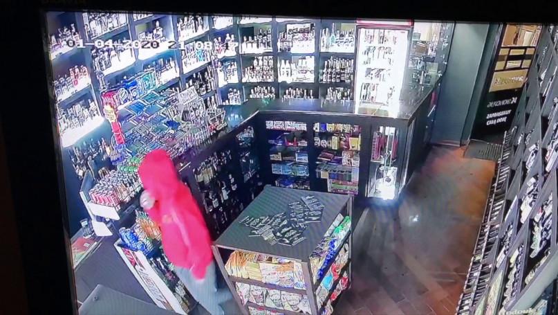 Pomóż w identyfikacji sklepowego złodzieja!